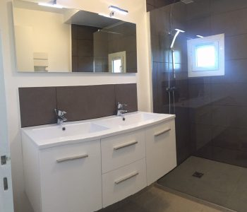 D'éco Rénov rénovation salle de bain haut de gamme, double vasque, douche à l'italienne